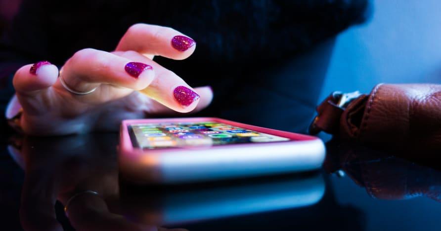 Онлайн мобилно казино: Приложения или версии на браузъра?