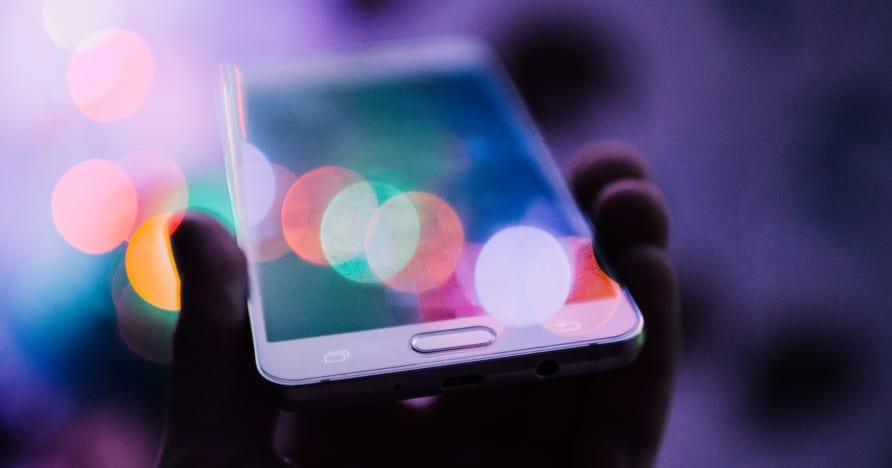 Защо онлайн комарджиите се насочват към мобилните игри